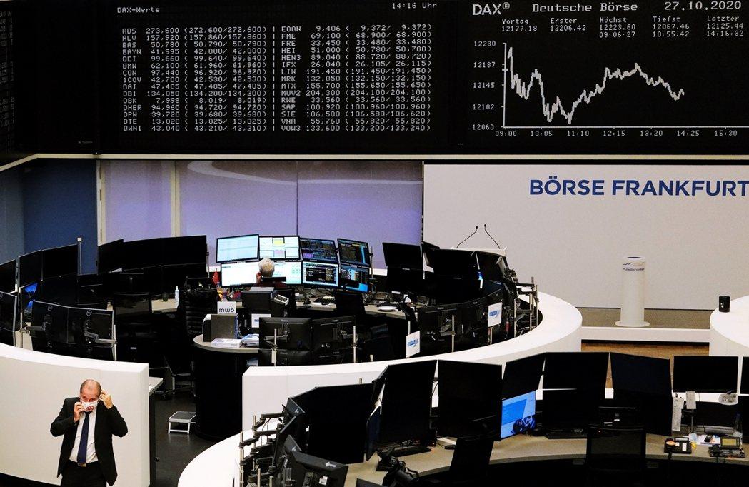 法國與德國先後啟動「防疫封鎖」的消息,28日也震撼了歐美股市暴跌。 圖/路透社