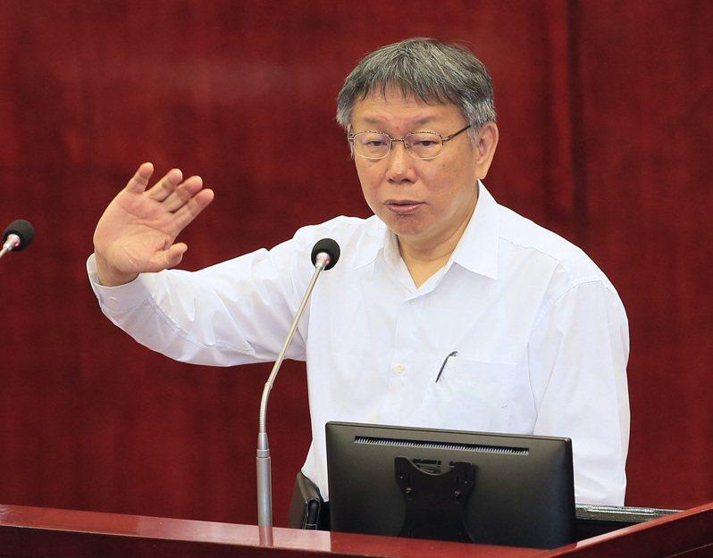 台北市長柯文哲今天在議會表示,萊豬進口台灣政策至今始終不懂中央為何要誤導民眾,並暗喻農委會主委陳吉仲是懂政治的人。記者潘俊宏/攝影