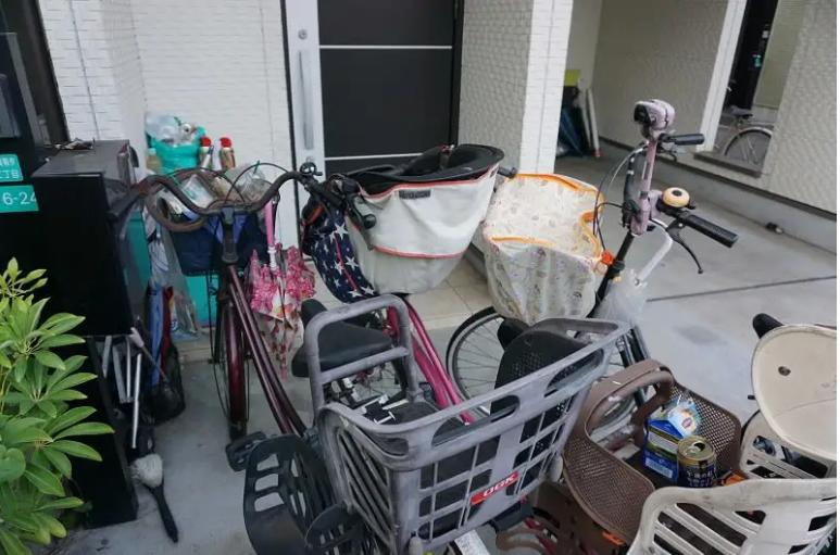 日本發生一起命案,23歲的智能障礙姐殺死3歲小弟。圖為發生案件的金城家。圖擷取自47NEWS
