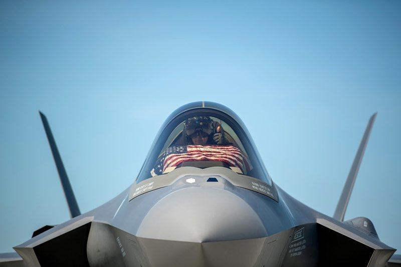 美國和北約認為,S-400與北約防空設備不兼容,影響聯合作戰能力。所以華府曾強調,土耳其只能在S-400和F-35擇其一。圖為F-35,攝於美國佛蒙特州。 圖/路透社