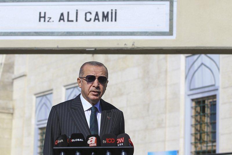 10月23日,土耳其總統埃爾多安證實了土耳其軍方進行S-400地對空導彈系統測試。 圖/新華社