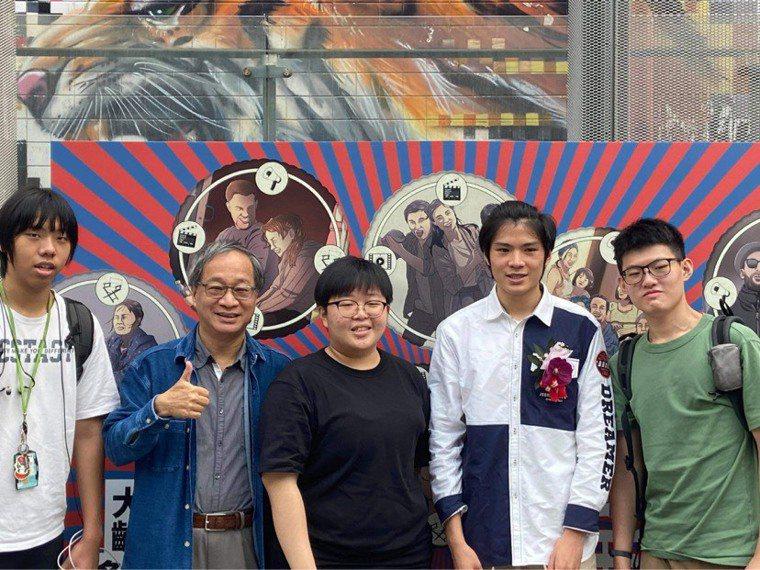 ▲小野(左2)擔任台北影視音實驗教育機構校長,對於學生相當有信心、樂於分享學生成...
