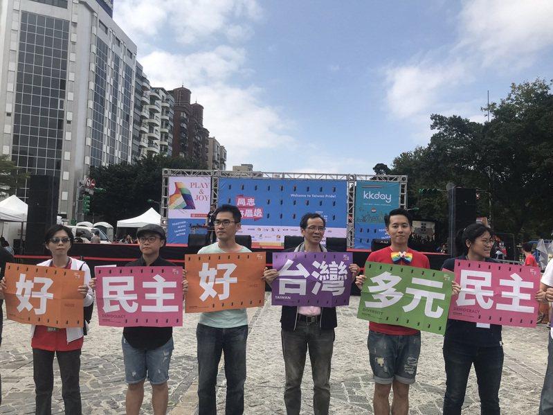 台灣同志遊行周六登場,預計下午1點30分從台北市政府前廣場出發,行經忠孝東路抵達凱道,全長5.5公里,預計吸引20萬人上街。聯合報系記者葉冠妤/攝影