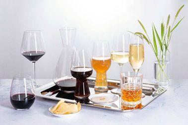 全聯共提供8款賓士級酒杯,供消費者集點換購。圖/全聯提供