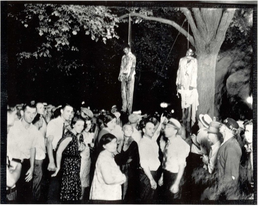 1930年,兩名年輕黑人托馬斯·希普(Thomas Shipp)和亞伯拉罕·史密...