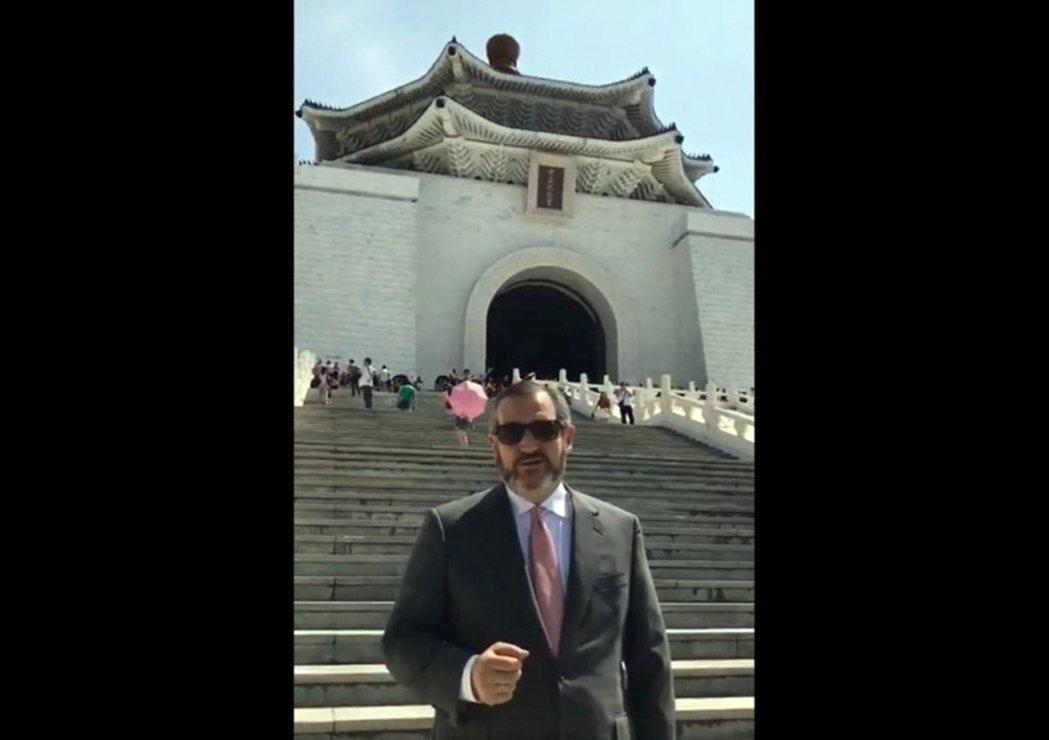 近期才訪問台灣,與我國關係極度友好、甚至還幫蔡英文總統在《時代雜誌》年度風雲人物...