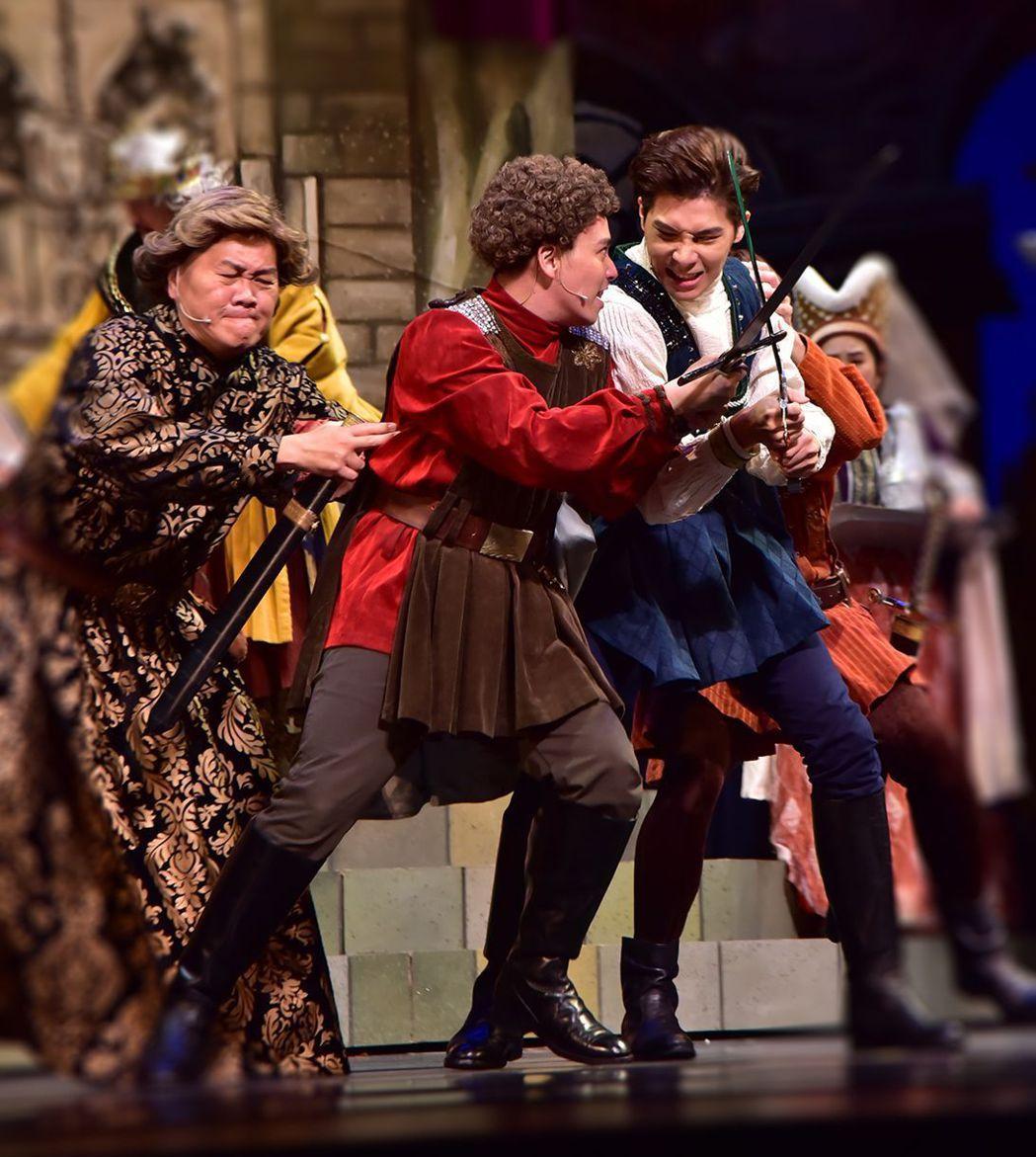 《莎姆雷特》透過「戲中戲中戲」的複雜結構,玩味「戲如人生」的深刻體會,讓演員在面...