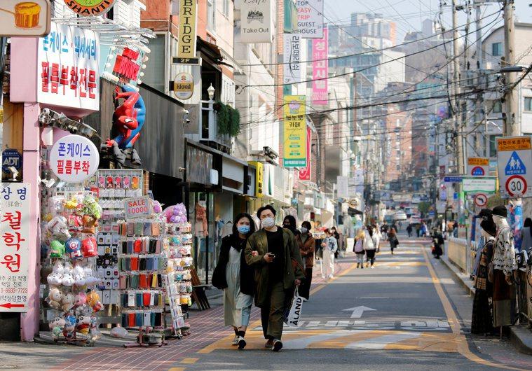 南韓境內新增確診數較昨天增加22例,連續兩天新增百例以上。 路透