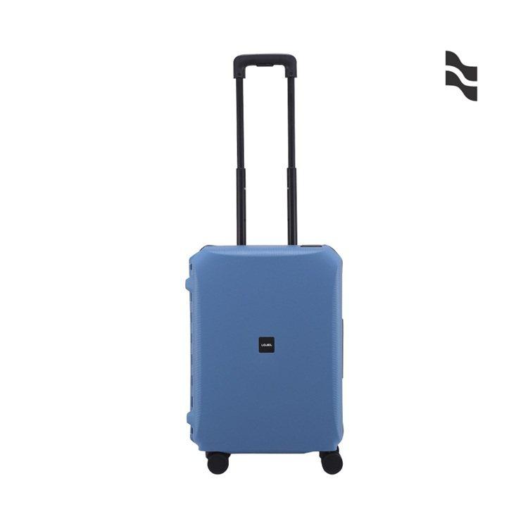 LOJEL VOJA系列寶石藍21吋登機箱5,652元。圖/LOJEL提供