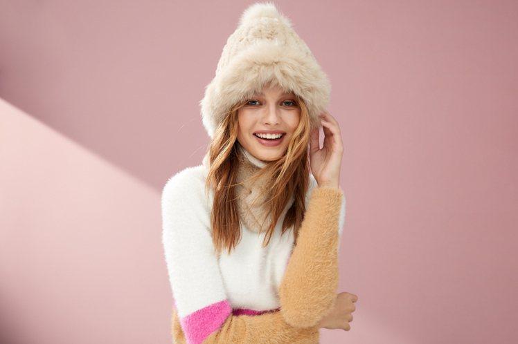 iROO的21歲周年慶,特別推出限量狐狸毛毛帽與獺兔毛圍巾,並上線LINE@好友...
