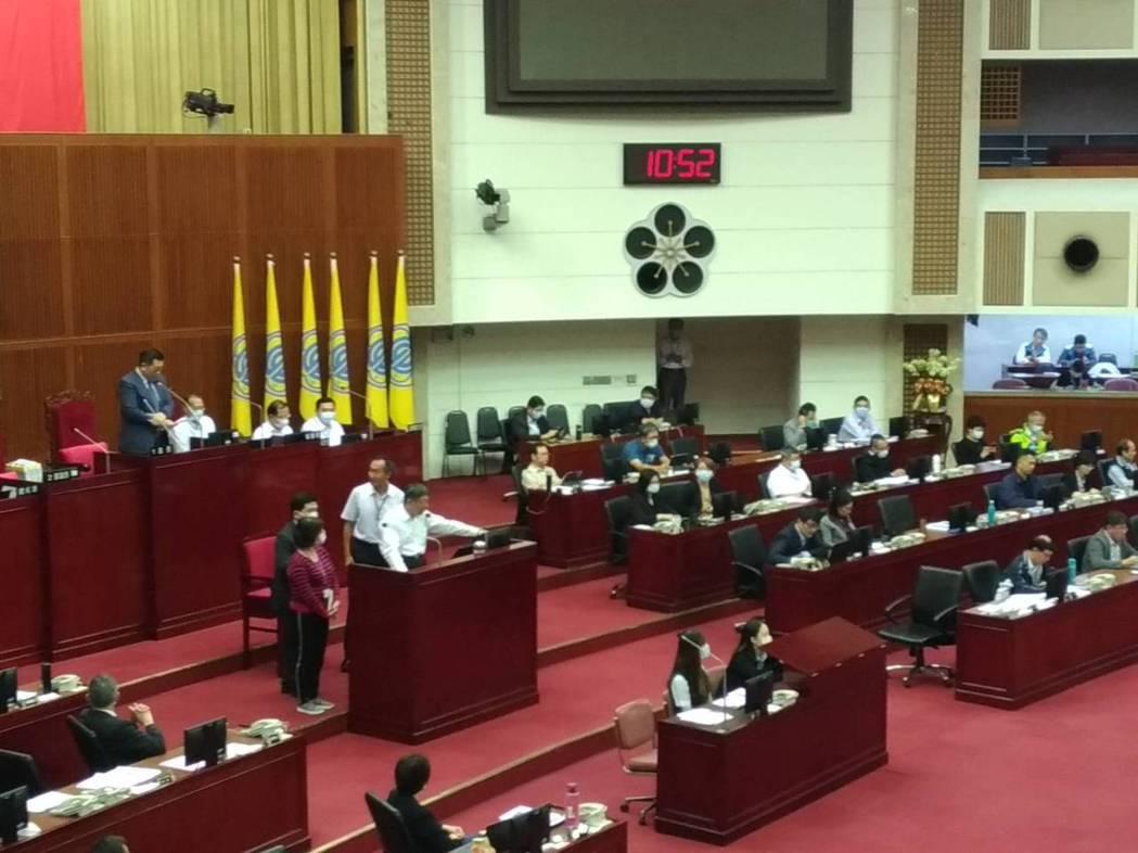 議員批評,建築師公會8月11日抽查大巨蛋24項簽證不實缺失,柯文哲回應,「若涉及...