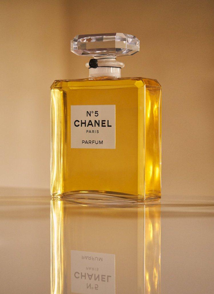 香奈兒N°5香水,即將迎來問世百年。圖/香奈兒提供