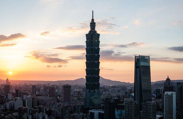 彭博資訊報導,台灣已連續200天沒有本土個案,創下全球最佳紀錄。圖/台北101提...