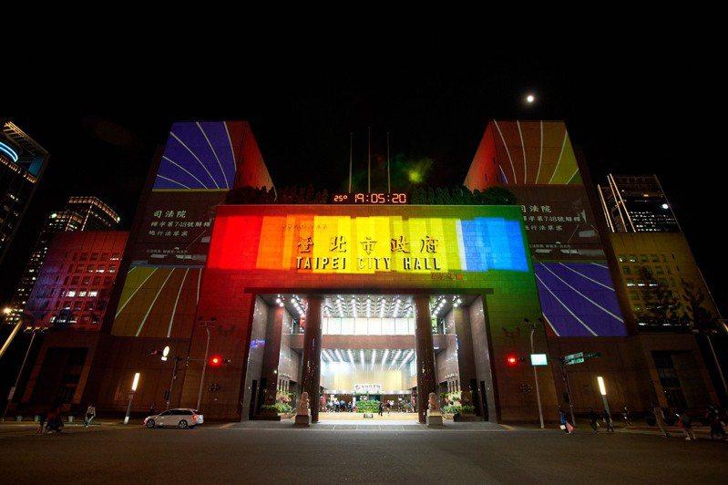 「Color_Taipei彩虹燈光投影秀」自10月29日-31日於台北市府前精彩演出,歡迎有興趣的朋友前來觀賞。圖/北市觀傳局提供
