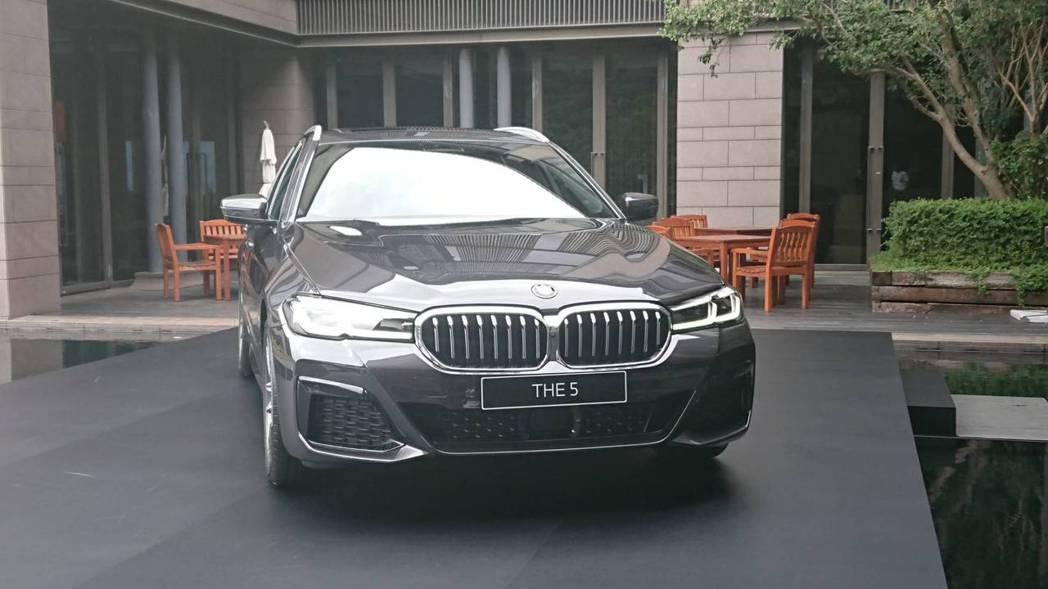 BMW 520i Sport售價為265萬元,較近日賓士小改款的E-Class售...