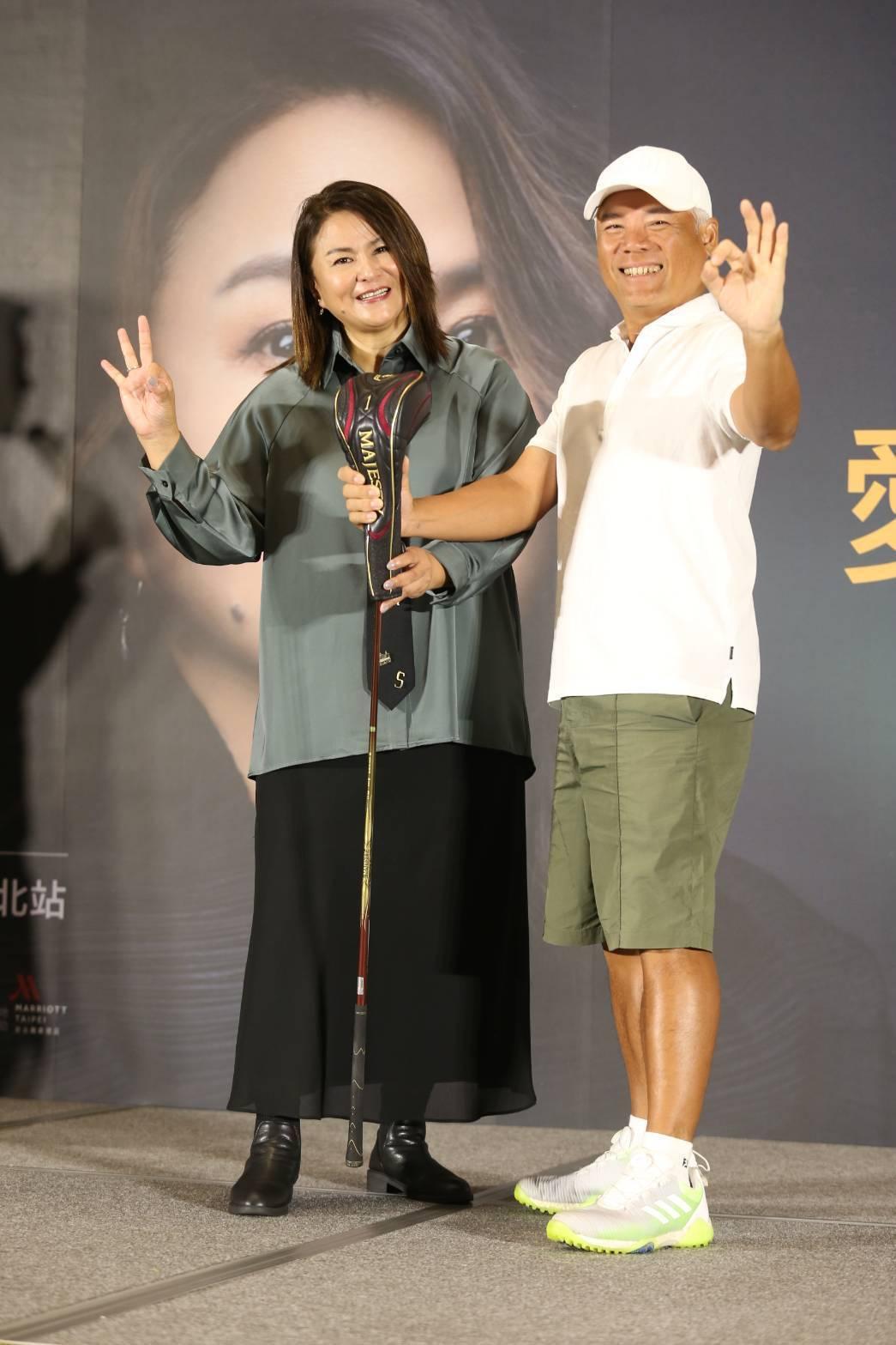 巫啟賢(右)今天現身為好友裘海正演唱會記者會站台。記者邱德祥/攝影