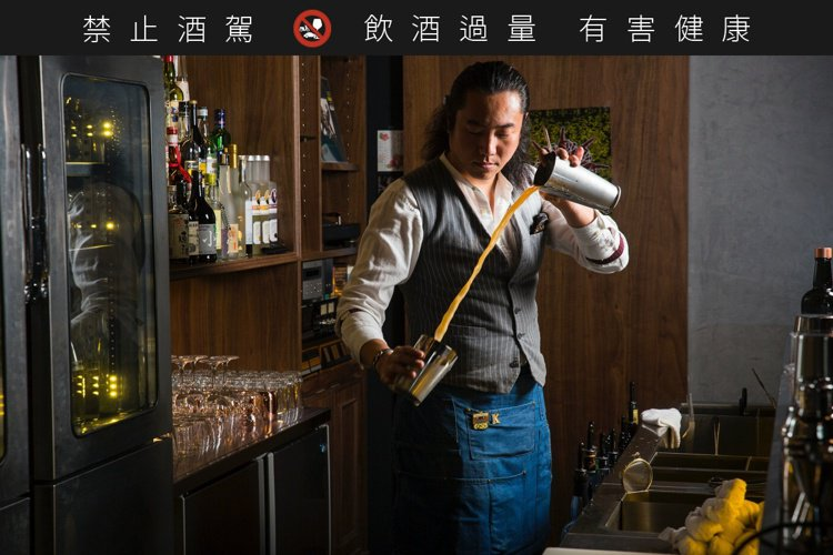 AHA的Bartender阿凱。圖/君度橙酒提供。
