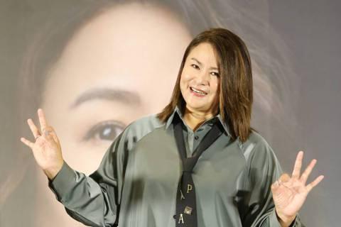 憑「飛鷹三姝」走紅的裘海正,將於明年1月16日於台北國際會議中心舉辦「愛我和我愛的人」演唱會,她笑說:「這次開唱壓力很大,我一直不是以身材曼妙來主打,過程滿掙扎的!1987年出道、出道33年,這演唱...