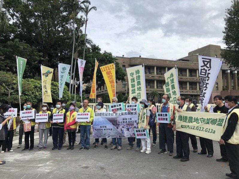居民赴行政院抗議航空城區段徵收。記者賴于榛/攝影