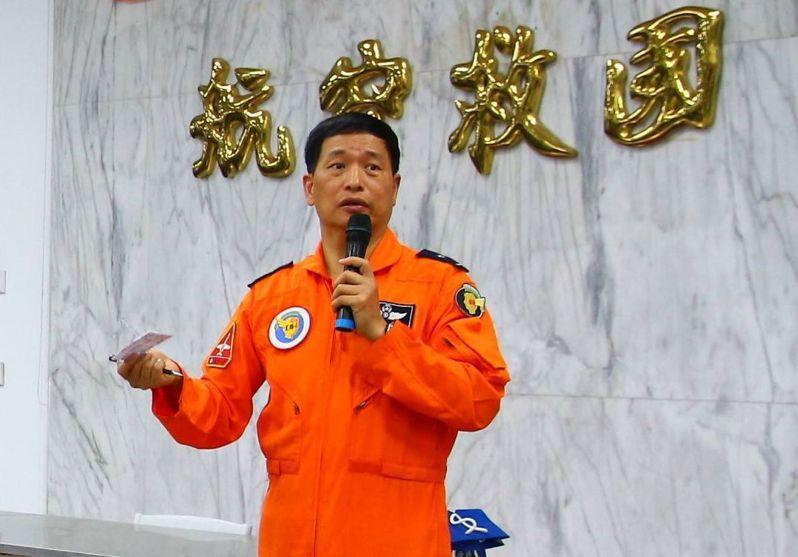 退休空軍副司令張延廷在空軍官校校長期間,對教練機齡老舊也曾提汰換。圖/翻攝自張延廷臉書