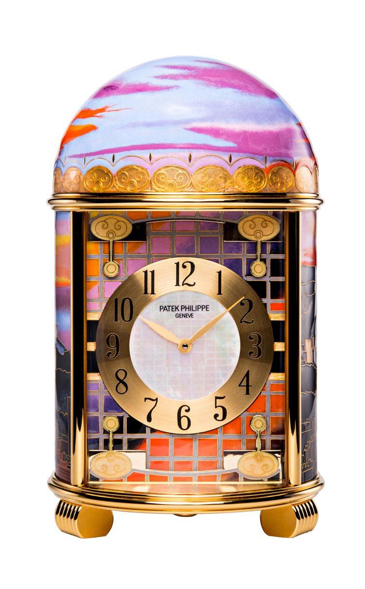 百達翡麗珍稀工藝系列編號20040M座鐘「雲輝霞映‧台北」正面。圖/高登鐘表提供