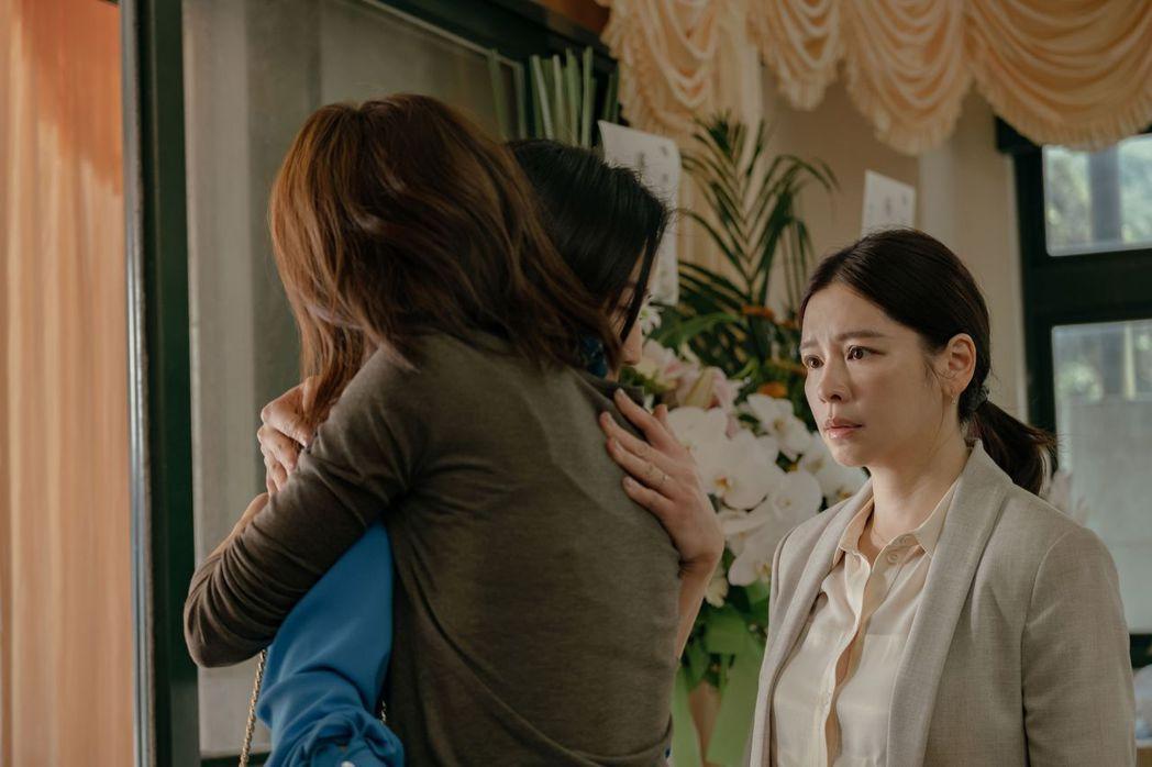 徐若瑄(右)動用人情為「孤味」找來好幾位知名演員助陣。圖/威視提供