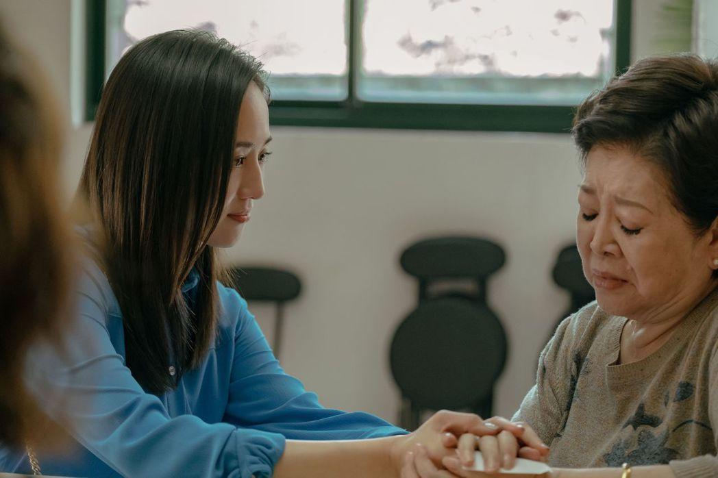 陳淑芳(右)與張鈞甯在「孤味」扮演緣淺的母女。圖/威視提供
