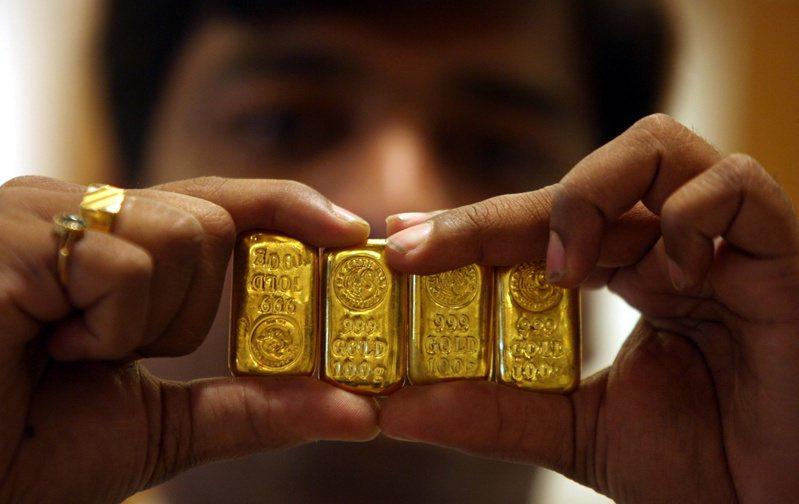 最新報告顯示,全球央行上季成為黃金的淨賣家,為十年來首見。圖/路透社