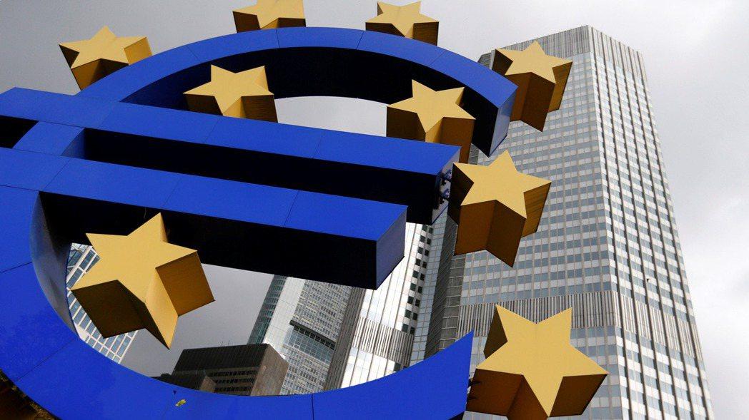 歐洲央行(ECB)29日維持現行緊急寬鬆措施不變,符合預期;但強烈暗示12月會議...