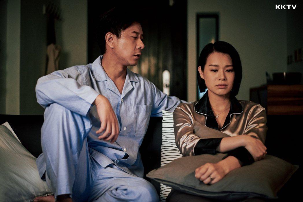 「熟女強人」中胡杏兒與朱栢康扮演一對夫妻。圖/KKTV提供