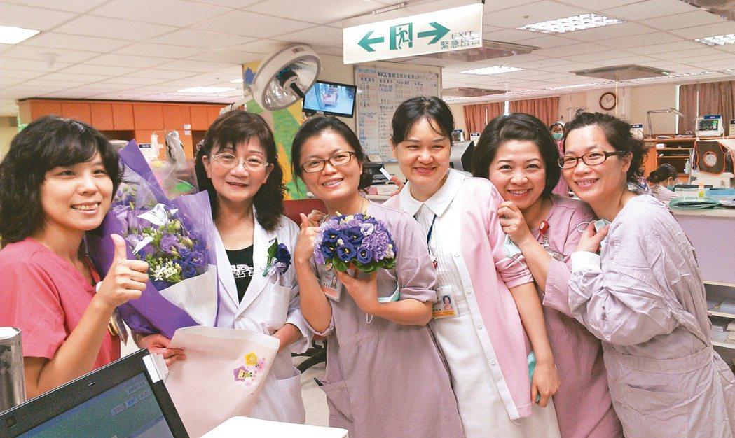 許瓊心(左二)與馬偕醫院的團隊合影。圖╱許瓊心提供