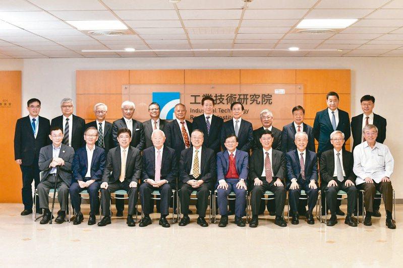 工研院院士會議邀請多位產業界重量級代表從全球貿易戰發展趨勢、科技發展及市場需求等提出建言,為台灣產業構思新定位與新契機。工研院/提供