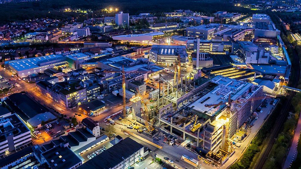 保時捷首度於Taycan工廠外牆使用能吸收氮氧化物(NOx)技術。在一項前導計畫...