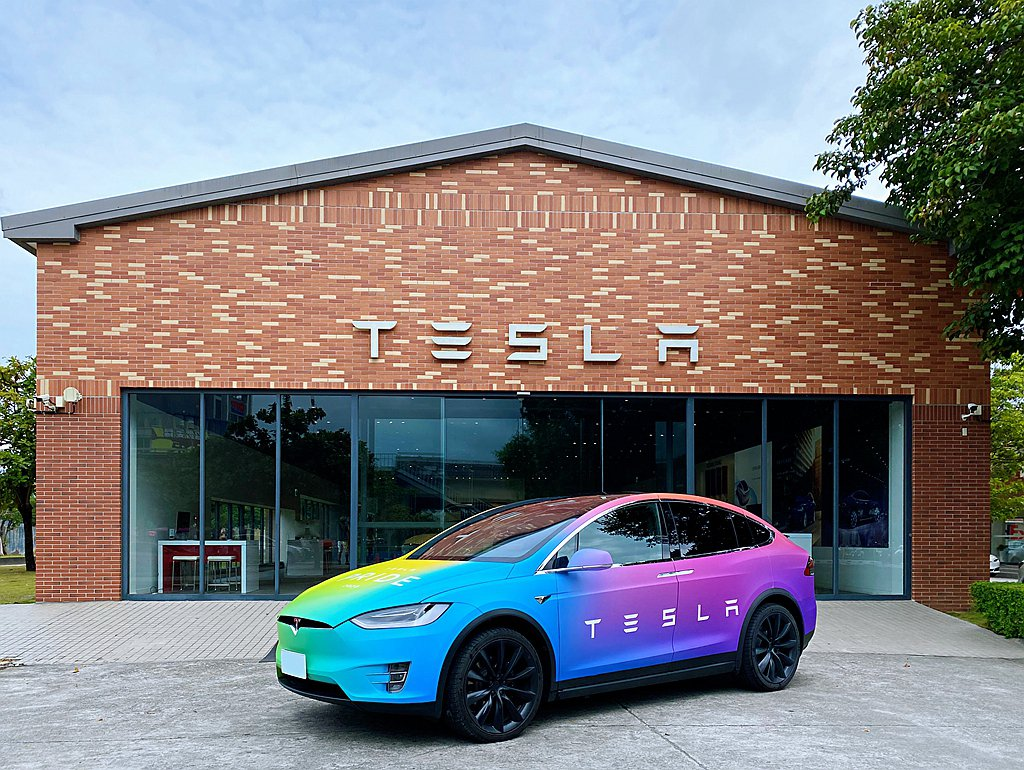 邀請全民分享心中對於環境、愛與關懷的提案計劃,鼓勵大家立即開著Tesla出發行動...