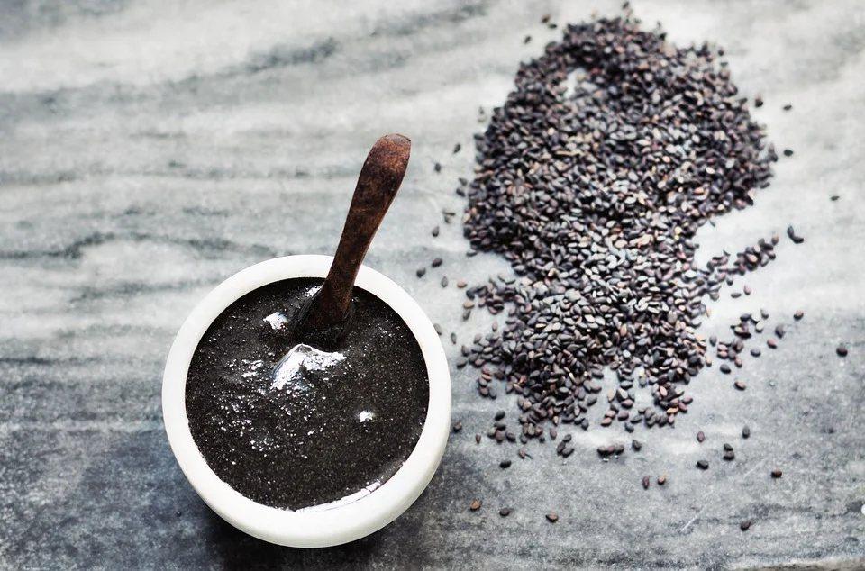 鈣質含量TOP2的黑芝麻(一小湯匙10g即有146mg的鈣)是補鈣的好幫手。 圖...