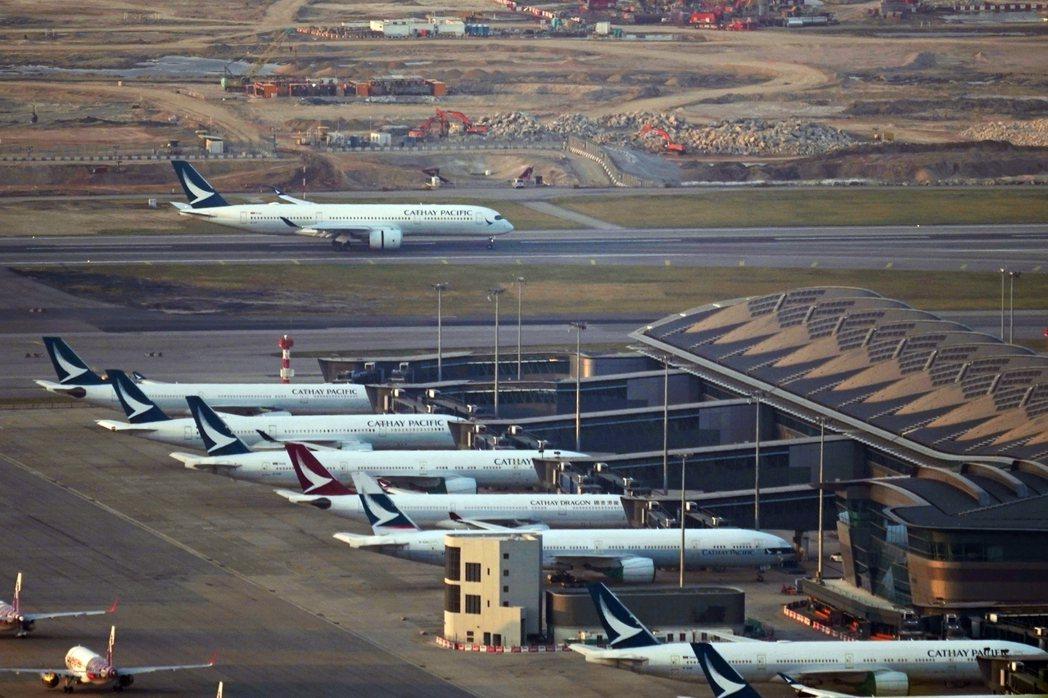 規模航空公司的旗下品牌一般都會向兩極化發展:一邊是較重視服務以吸引高端乘客的傳統...