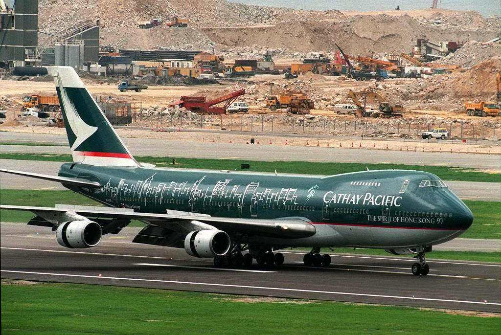 「回顧了國泰和港龍的一些歷史背景後,相信大家亦不難發現中資機構一直都在香港航空業...