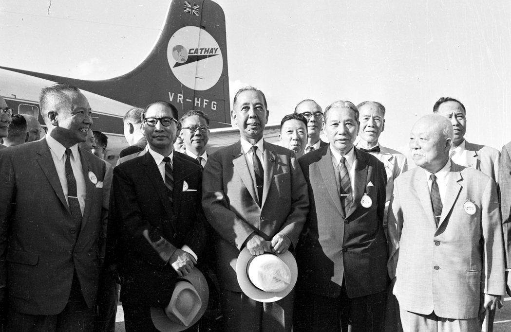 國泰航空不僅對香港重要,之於台灣也曾載著不少外交記憶的片段。圖為1961年,甫卸...