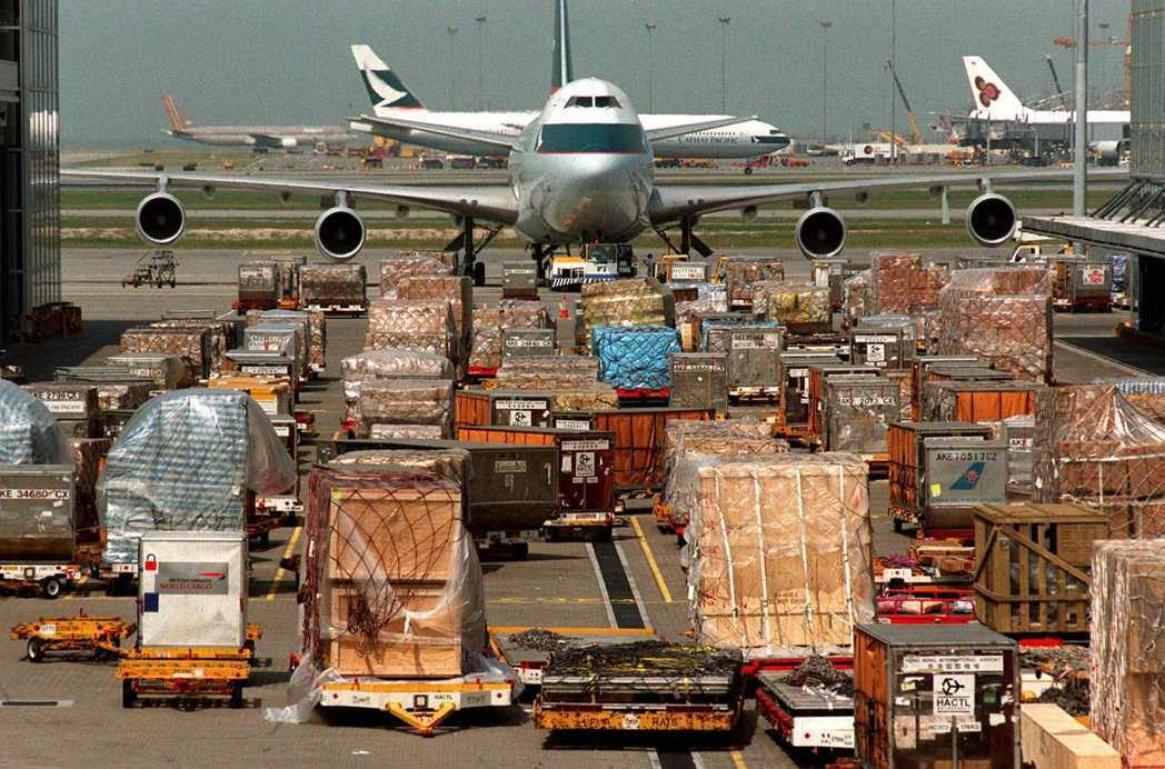 和其他航空公司不同,國泰沒有經營內陸航線,而香港的經濟結構亦不如台灣和韓國般有強...