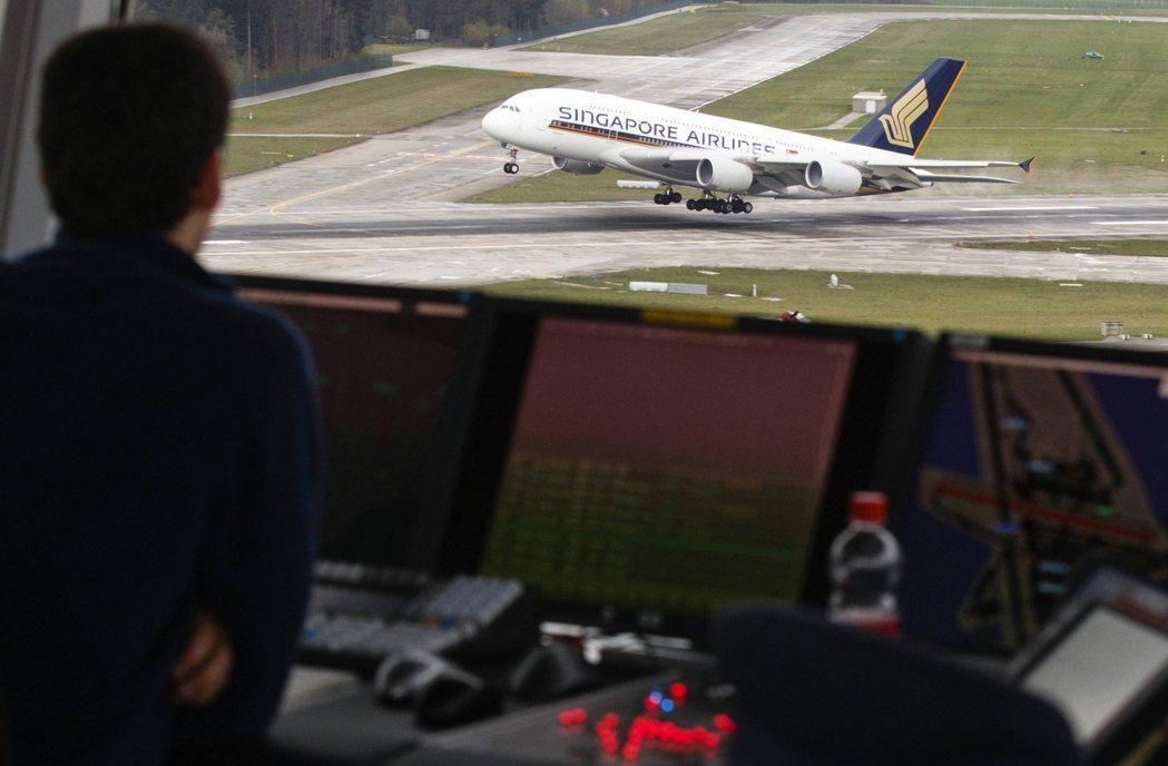 早於2018年,新加坡航空(圖中飛機)就啟動了品牌重組計劃,用兩年時間將旗下的勝...