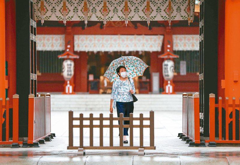 日本政府今天宣布,對我國疫情警示等級由3級調降為2級,往後國人赴日本無須提交PCR陰性證明,入境後也不必接受採檢。路透