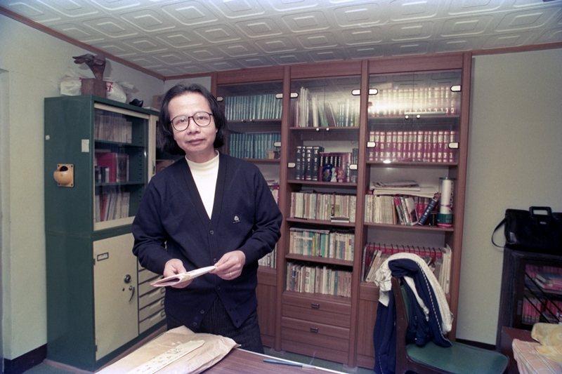 10月24日,台灣重要的小說家七等生逝世,圖攝於1988年。 圖/聯合報系資料照