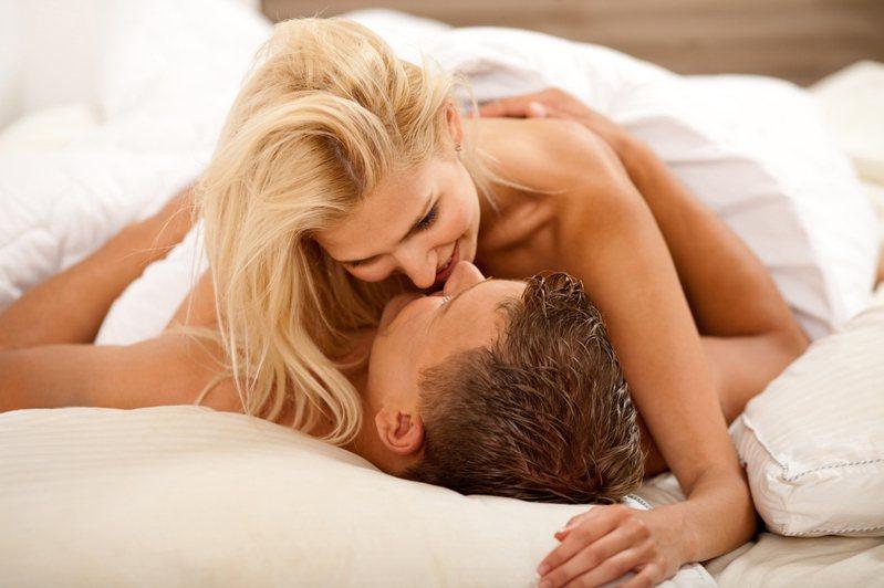 有一名網友指出年輕人流行「陪伴關係」,不用給予承諾也可以發展激情,引來其他網友超中肯發文瘋狂砲轟。示意圖/ingimage