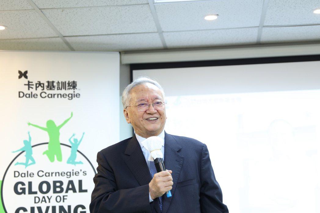 中文卡內基訓練創始人黑幼龍長期培訓台灣青年創新創業心能力。