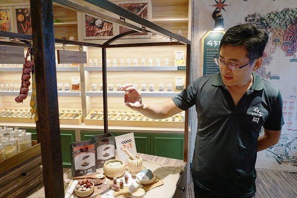 有多聞稻埕香料館匯集了160多種東西方香料。 許碩洋/攝影