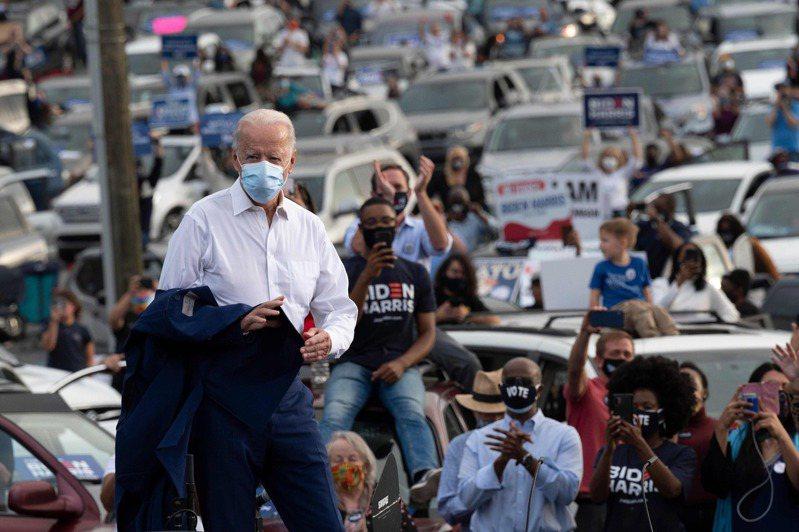 美國民主黨總統候選人拜登(Joe Biden)投書韓聯社,強調韓美同盟,也承諾不會以撤回駐韓美軍要脅敲詐(extort)南韓,對韓方釋出善意。 法新社