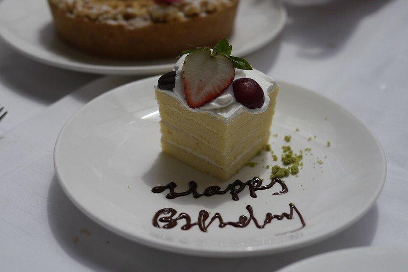 壽星,餐廳會送的生日蛋糕,禮輕情意濃的涵意。
