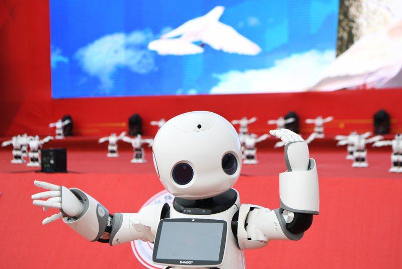 中共十九屆五中全會公報宣示,二○三五年進入「創新型國家」前列。圖為重慶智能工程職業學院日前正式揭牌。新華社