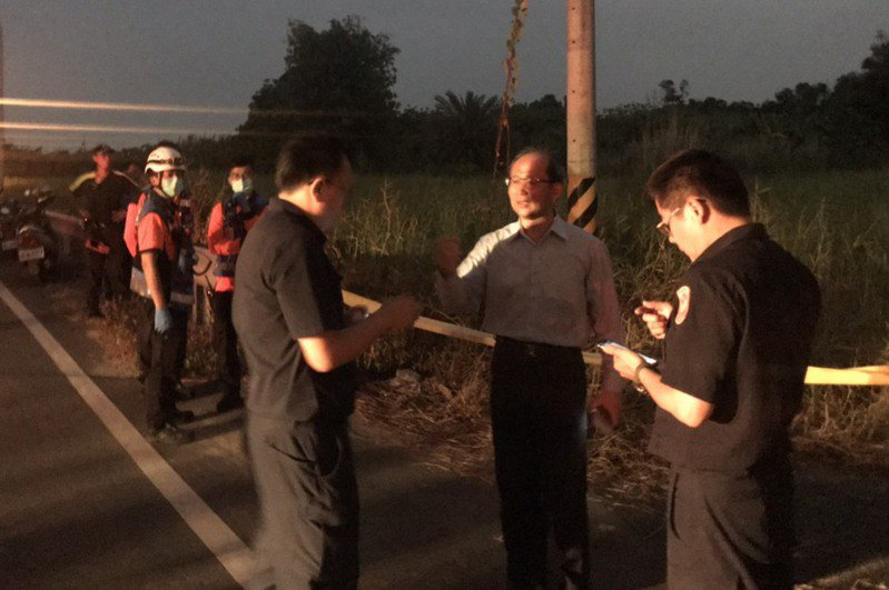 台南長榮大學外籍生遭殺害棄屍,警方在高雄棄屍現場蒐證。記者周宗禎/翻攝