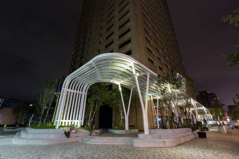 台灣電力股份有限公司總管理處拿下第七屆公共藝術獎「卓越獎」。圖/文化部提供